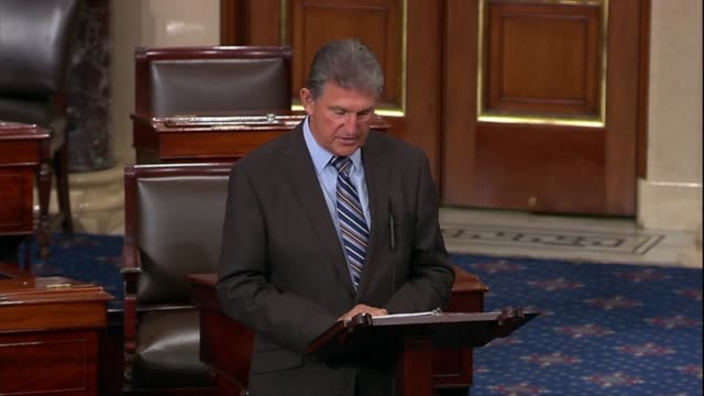 west virginia senator joe manchin says that if the american miners act was not passed they would be 1200 miners without healthcare by the end of 2019... - united states congress点の映像素材/bロール