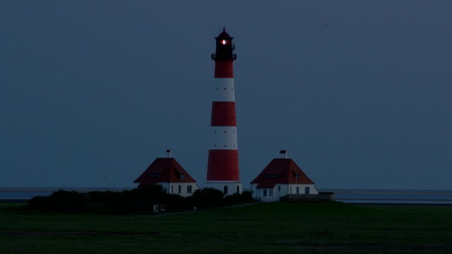 westerhever lighthouse at dusk - lighthouse stock videos & royalty-free footage