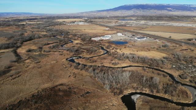 西コロラドアウトドアアンコンパグレ川底のオーバーヘッドビュー - 野生生物保護点の映像素材/bロール