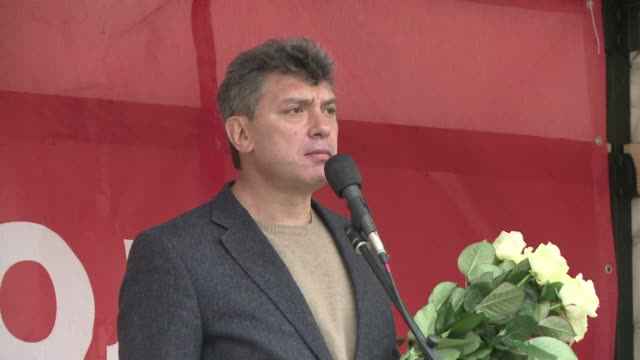 western leaders condemn the drive by shooting of russian opposition leader boris nemtsov a fierce critic of president vladimir putin as he was... - critic stock videos & royalty-free footage
