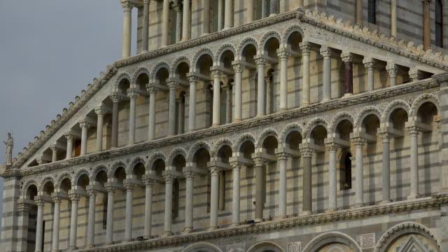 western portal of santa maria assunta cathedral, campo dei miracoli, pisa, tuscany - pisa cathedral stock videos & royalty-free footage