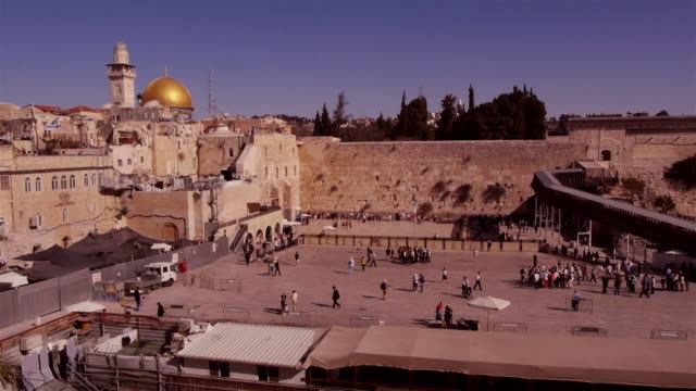 vidéos et rushes de w/s western wall in jerusalem seen from above - unesco