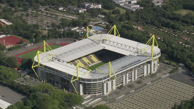 vídeos de stock e filmes b-roll de aerial westfalenstadion football stadium, dortmund, north rhine-westphalia, germany - estádio