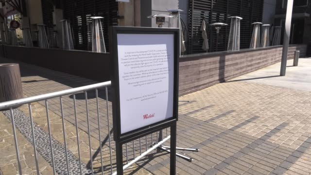 westfield valencia mall closed due to restrictive coronavirus measures on march 26 2020 in santa clarita california - santa clarita stock-videos und b-roll-filmmaterial