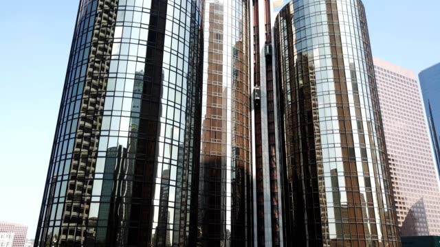 vídeos y material grabado en eventos de stock de westin bonaventure hotel - ascensor
