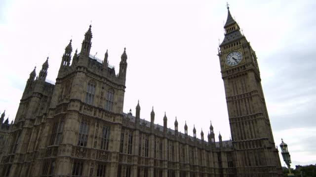 westminster and big ben stationary - establishing shot stock videos & royalty-free footage
