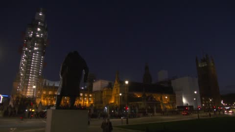 stockvideo's en b-roll-footage met westminster at night general views; england: london: westminster: ext / night general views of the houses of parliament including the winston... - victoria tower
