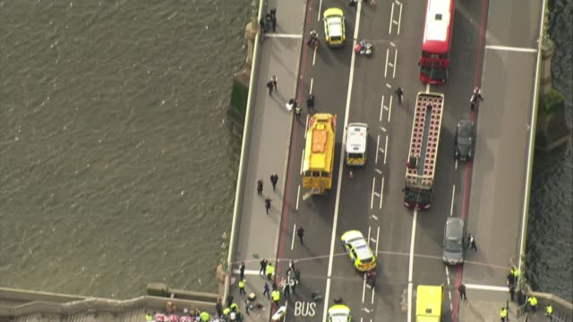 khalid masood background / police investigation 2232017 air view / aerial traffic ambulances and injured people on westminster bridge in aftermath of... - westminster bridge stock-videos und b-roll-filmmaterial