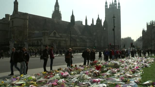 Questions raised by families of victims at hearing before inquest R270317011 / ENGLAND London Westminster Parliament Square Mass floral tribute with...
