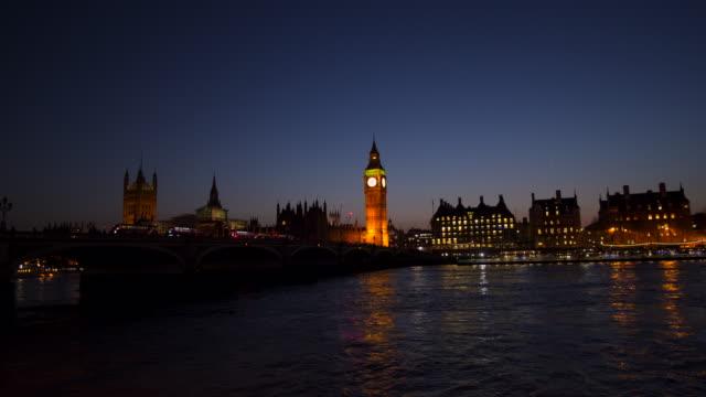 stockvideo's en b-roll-footage met westminster big ben at night, londen, engeland, verenigd koninkrijk - victoriaanse stijl