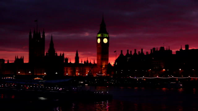 westminster & big ben, river thames, london at dusk - big ben stock videos & royalty-free footage