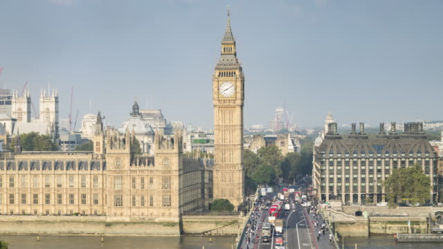 westminster bridge and the houses of parliament. - westminster bridge stock-videos und b-roll-filmmaterial