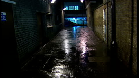 westminster council battle against public urination; england: london: westminster: ext / night point of view shot along back alley - harnapparat stock-videos und b-roll-filmmaterial