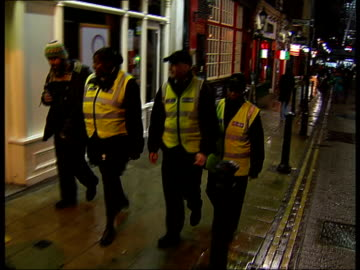westminster council crackdown on public urination: street patrol; 'city guardian' officers on patrol - harnapparat stock-videos und b-roll-filmmaterial