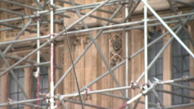 london westminster ext close shot of richard coeur de lion statue with scaffolding behind wide shot of palace of westminster and victoria tower... - victoria tower stock-videos und b-roll-filmmaterial