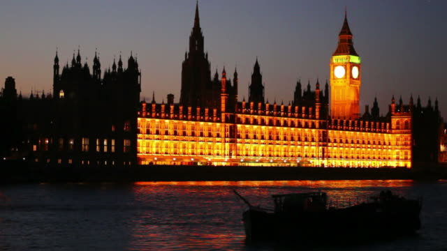 hd westminster palace and big ben at night - wahrzeichen stock videos & royalty-free footage