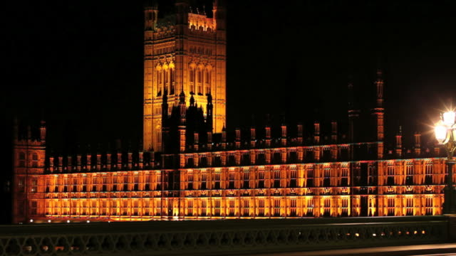 hd westminster palace at night (time lapse) - wahrzeichen stock videos & royalty-free footage
