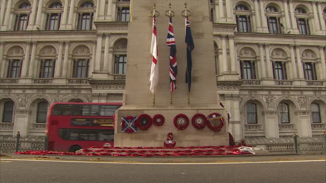 vídeos y material grabado en eventos de stock de westminster statues and monuments gvs; england: london: westminster: ext statue of sir winston churchill / various of the cenotaph war memorial with... - war and conflict