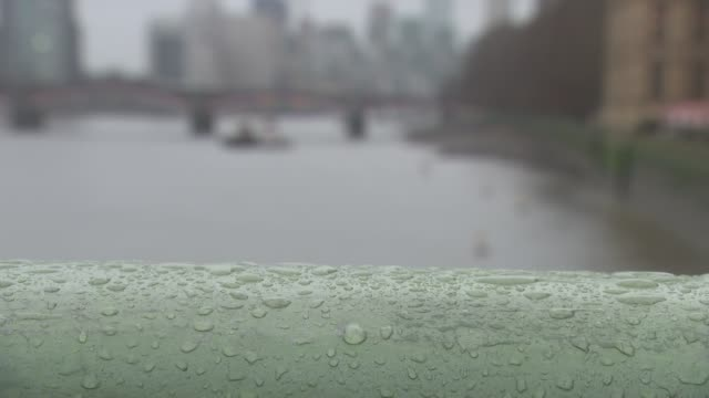 london westminster rain on westminster bridge railings / westminster bridge / houses of parliament / thames river - rain stock videos & royalty-free footage