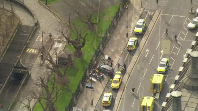 five dead and at least 40 injured england london westminster crashed 4x4 car on pavement outside houses of parliament with police officers and... - westminster bridge stock-videos und b-roll-filmmaterial