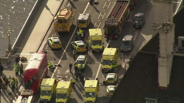 five dead and at least 40 injured westminster ambulances and police cars on westminster bridge - westminster bridge stock-videos und b-roll-filmmaterial