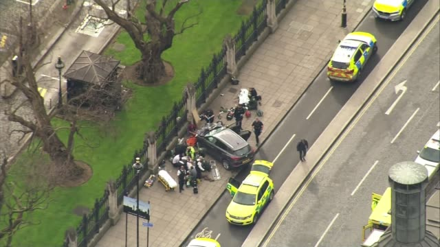 inquest hears khalid masood died of single gunshot to chest lib crashed car on pavement outside houses of parliament with emergency services at scene... - シティ・オブ・ウェストミンスター点の映像素材/bロール