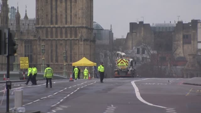 khalid masood named as attacker / police investigation police officers on cordonedoff westminster bridge - westminster bridge stock-videos und b-roll-filmmaterial