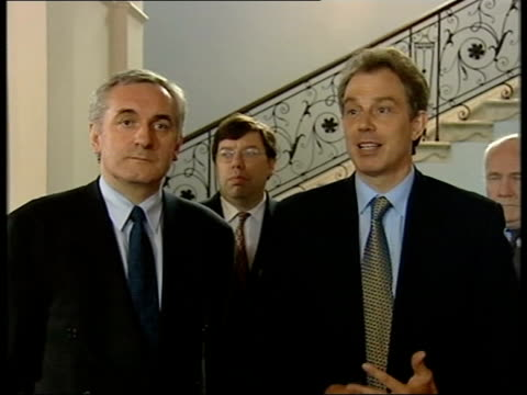 weston park talks itn england staffordshire weston park int prime minister tony blair mp and irish prime minister bertie ahern along to mikes tony... - bertie ahern stock videos and b-roll footage
