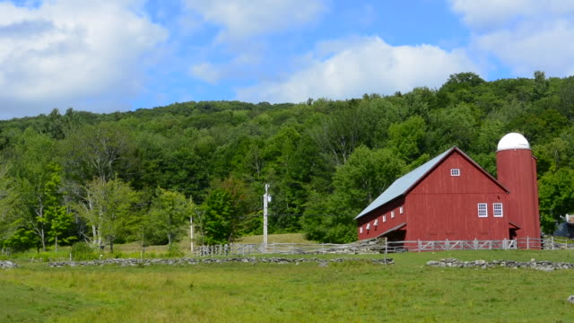 stockvideo's en b-roll-footage met weston vermont scenic of farming with barn and farming red family business - boerderijschuur
