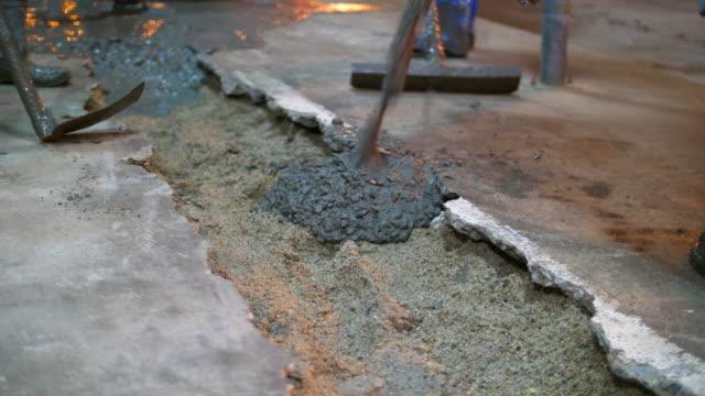 Natte beton gieten in de vloer