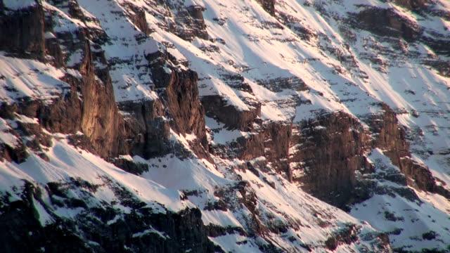 ws wetterhorn at sunset in bernese alps / grindelwald, bernese oberland, switzerland - berner alpen stock-videos und b-roll-filmmaterial