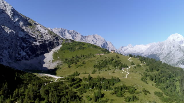 wetterstein mountains and king's house on schachen in bavaria - baviera video stock e b–roll