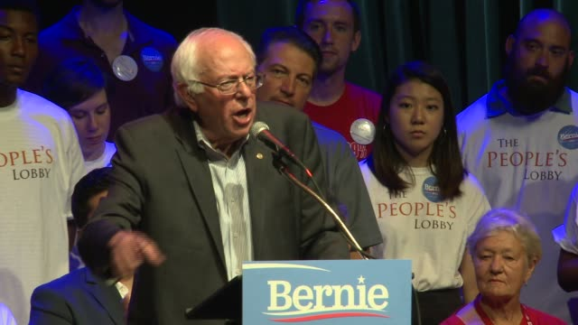 bernie sanders talks about voting rights and automatic registration at park west on august 17, 2015 in chicago, illinois. - 民主主義点の映像素材/bロール