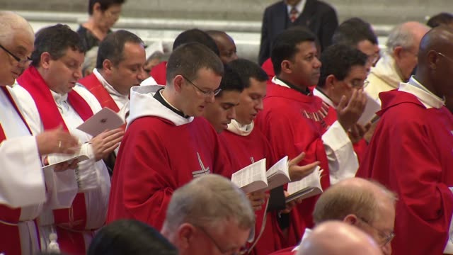 pope francis celebrated mass for the feast of saints peter and paul in st. peter's basilica. during the mass, the pope blessed the pallium, which is... - katholizismus stock-videos und b-roll-filmmaterial