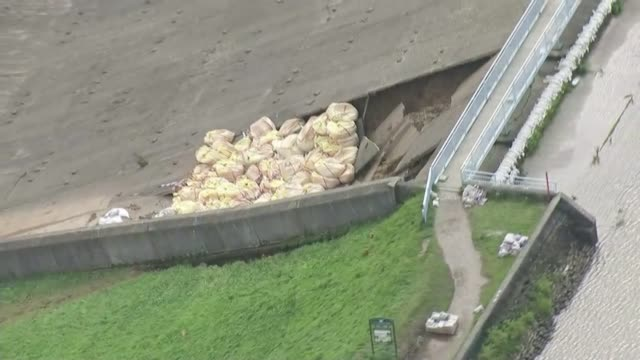 Thousands evacuated from town as dam at risk of bursting ENGLAND Derbyshire Whaley Bridge shot of sandbags in dam