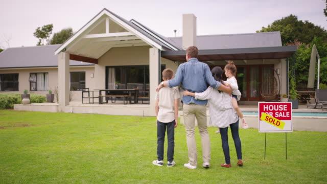 家族を高めるためにどのような美しい場所 - 売り出し中点の映像素材/bロール
