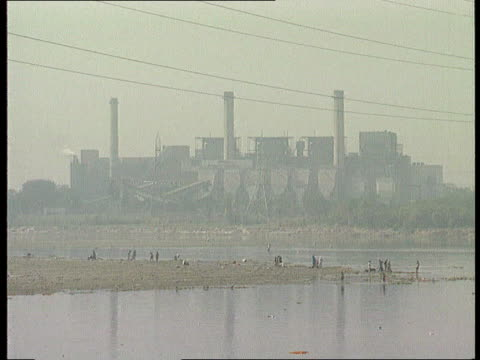 what are the issues facing the forthcoming earth summit in brazil india ext gv power station gv shacks on hillside beneath power lines - 掘建て小屋点の映像素材/bロール