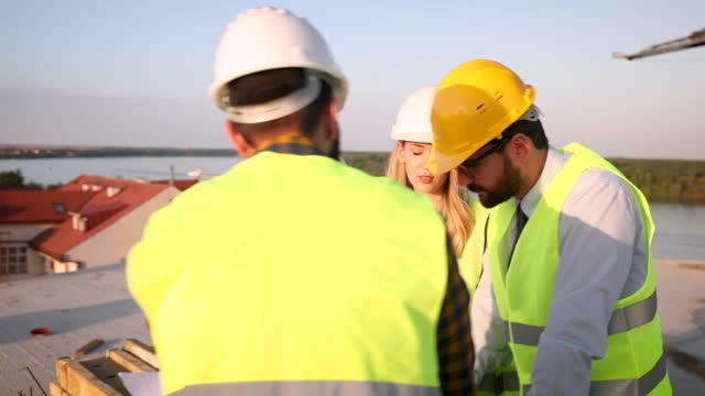エンジニアが話すこと - 土木技師点の映像素材/bロール