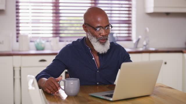 stockvideo's en b-roll-footage met wat ontspannende pensioneringen zijn gemaakt van - one mature man only