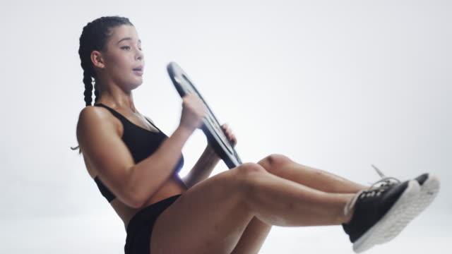 あなたが何をするかは、あなたが望む体を設計します - 女性選手点の映像素材/bロール