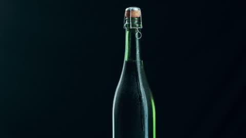 vídeos y material grabado en eventos de stock de ¿qué es una celebración sin champán? - botella