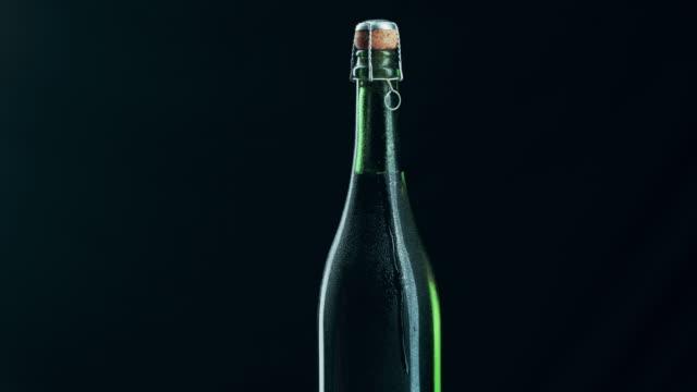vídeos de stock e filmes b-roll de what's a celebration without champagne - garrafa