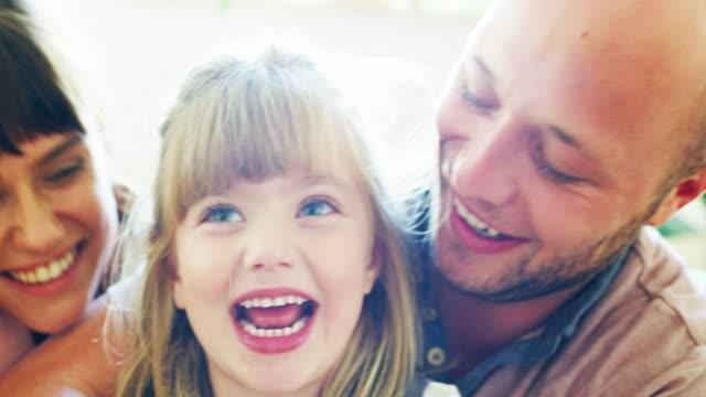 vidéos et rushes de ce qui est des moments en famille sans un peu de plaisir? - langue