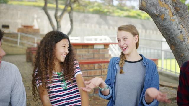 vidéos et rushes de qu'est-ce que le lycée sans amis incroyables ? - niveau collège lycée