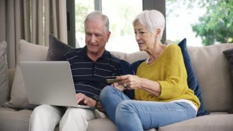 stockvideo's en b-roll-footage met wat is pensionering zonder enige verwennerij? - online winkelen