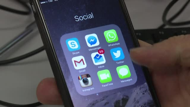 DC: STOCKSHOTS: WhatsApp delays data sharing change after backlash