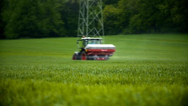 Weizenfeld und Traktor Senioren