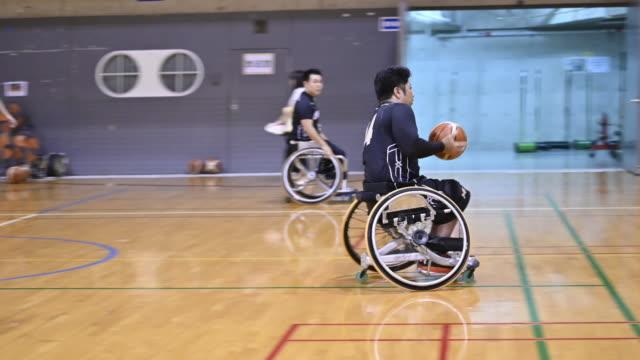 wheel chair basket ball - スポーツ バスケットボール点の映像素材/bロール