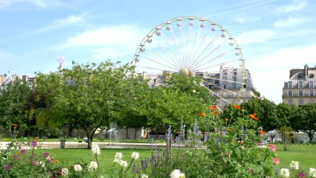 vidéos et rushes de roue dans le jardin de la tuilerie à 4k - jardin classique
