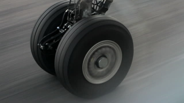 stockvideo's en b-roll-footage met wheel of an airplane taking off - geschwindigkeit